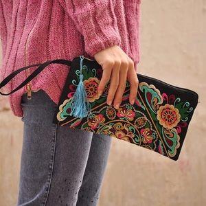 Handbags - New Floral stitched clutch wristlets handbag